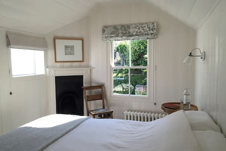 Garden Room with Original Timber Panelling - Falmouth