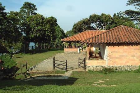 Casa de campo cerca a Medellín - Fredonia - Hus