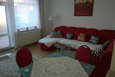 Nette zweckmäßige Wohnung 6KM von der Nordsee - Großheide - Apartamento