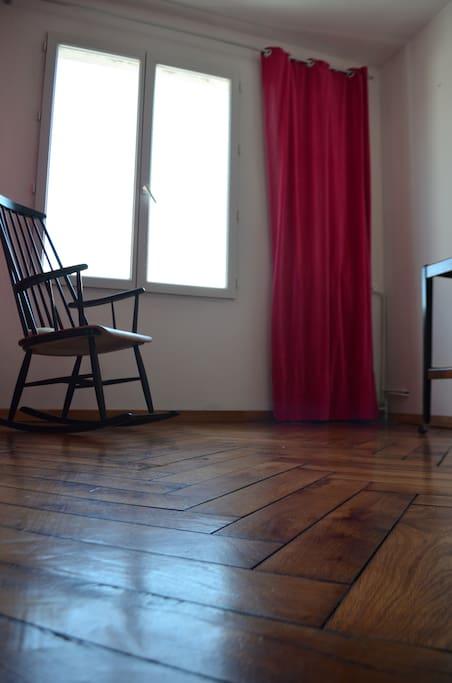 Chambre, côté fenêtre