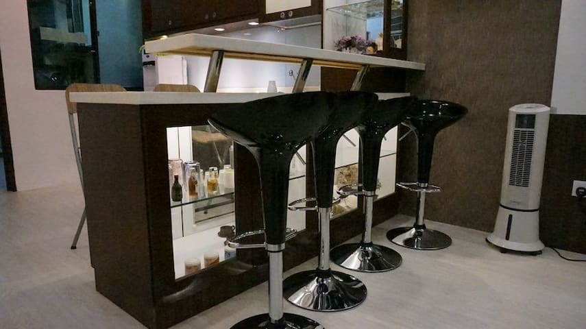 BAR TABLE WITH SEATS