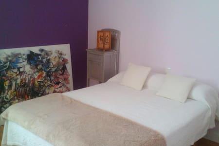 Habitación amplia con baño privado. Pamplona - Zizur Mayor