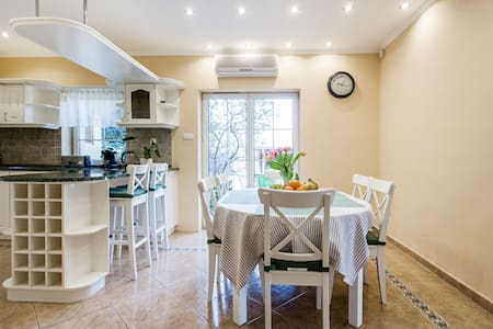 Apartment with free parking plot and garden