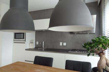 Mooi eigen appartement met veel mogelijkheden - Oosterhout - Wohnung