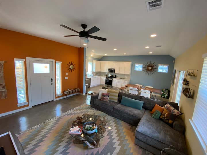 East Austin Bungalow Just 1 mile to Downtown!!!