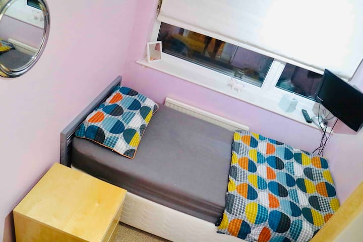 PRIVATE SINGLE ROOM IN BROMLEY, LONDON BR1