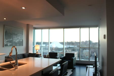 Modern DTcondo with stunning view ! - Calgary