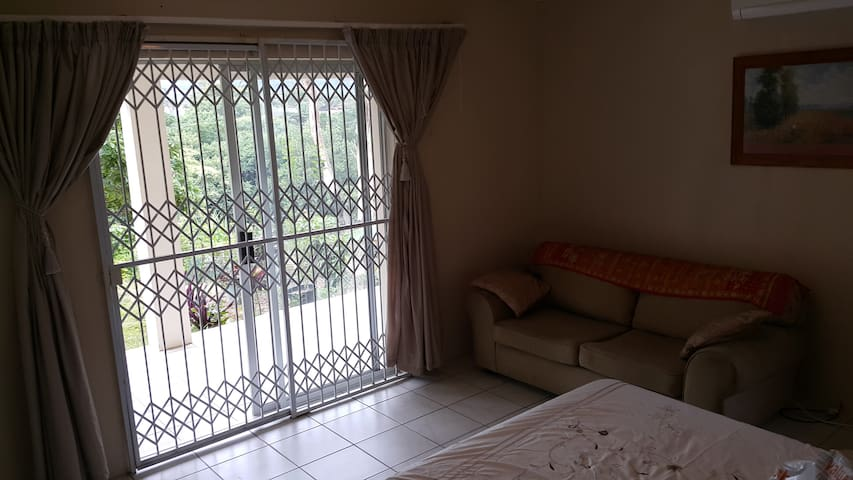 Furnished 60m2 Apartment for travelling Executive - Queensburgh - Apartment