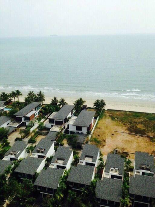 社区外的白色私人海滩,有专人打扫,不对外开放,绝对舒适安静,鲜为人知