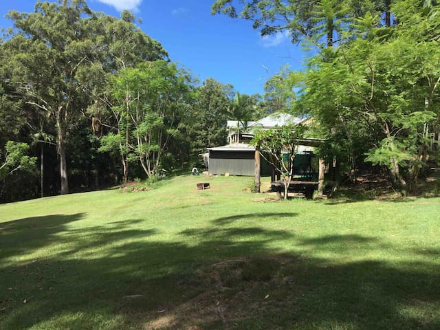 Private 2 bed Hinterland cottage on acreage