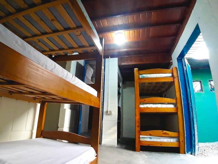Quarto coletivo misto - Hostel Itaguá
