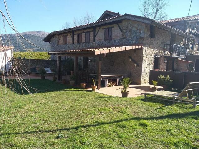 Caserío en Dima -Valle de Arratia.Area Gorbea