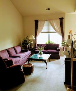 FlourishBnB Aberdeen Master Bedroom - Aberdeen
