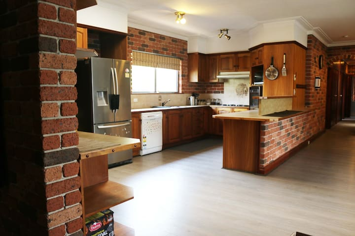 Large 3 Bedroom House close to park and Velodrome