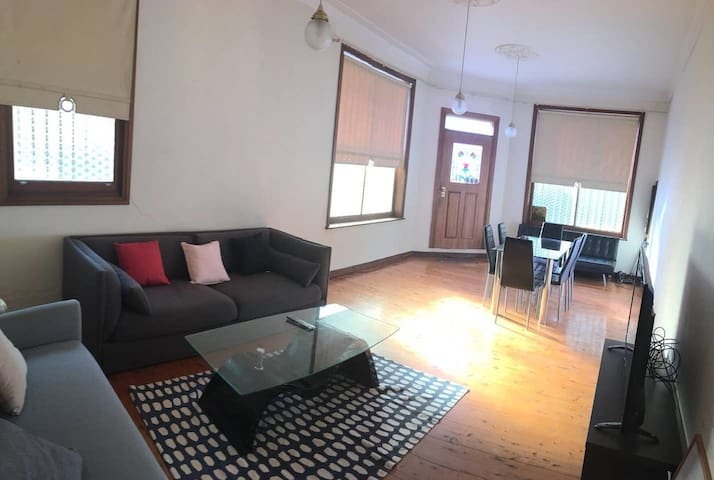 Large Cozy 3 Bedroom Terrace in Newtown