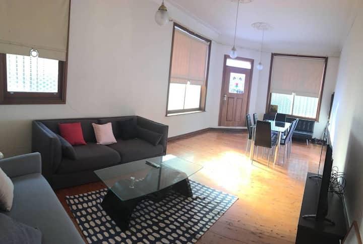 Large Cozy 3 Bedroom Terrace in Newtown