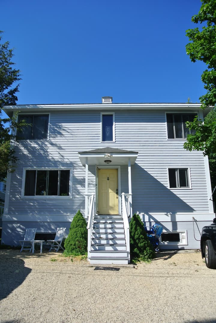 Steps away from Jenness Beach!
