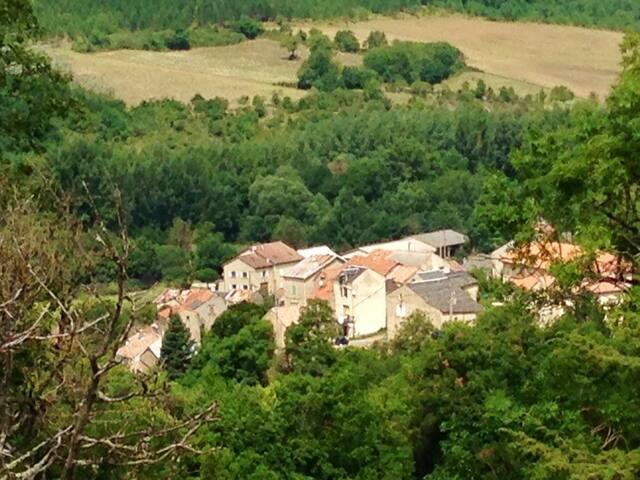 Maison dans un village typique caussenard