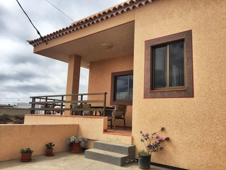 Casa Abona Terraza y entrada a la casa