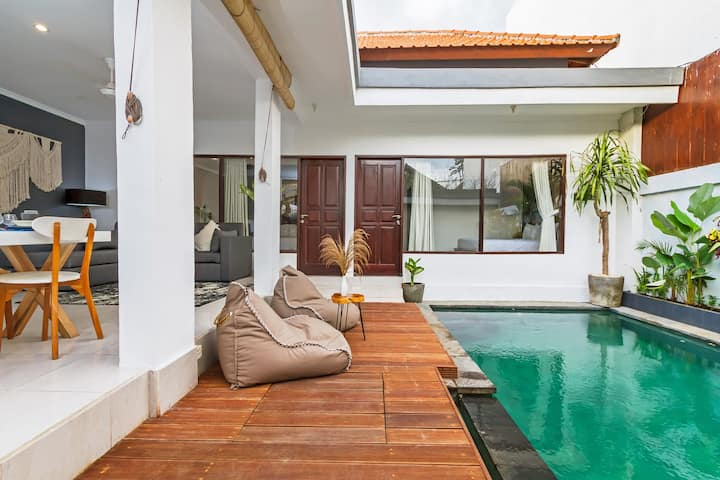 Private 2bd Tropical Villa with Pool