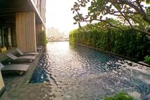 Outdoor swimming pool with Jacuzzi