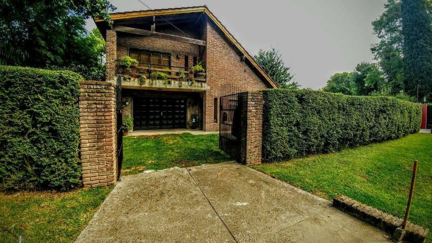 Habitacion en Casa quinta en Maschwitz con pileta