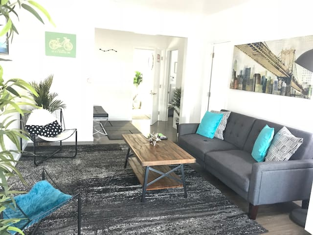 New and Modern Apartment Close to Atwater Village