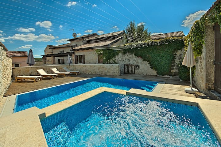 Magnificent Villa Magnolia in Vizinada with Pool - Vižinada - Villa