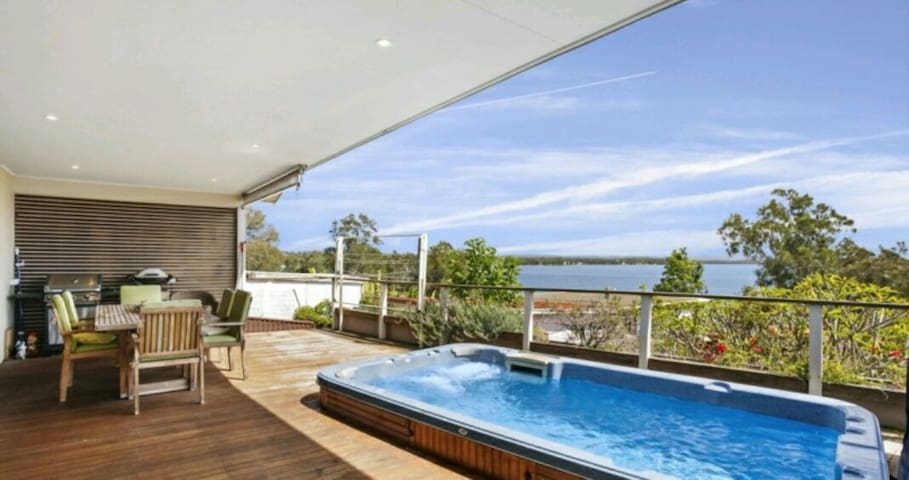 Luxury water views and hot tub - Toukley - Rumah