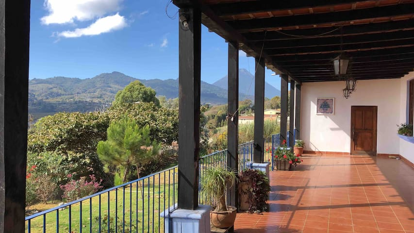 Mountain Retreat /10mts from Antigua /$65=4 GUESTS