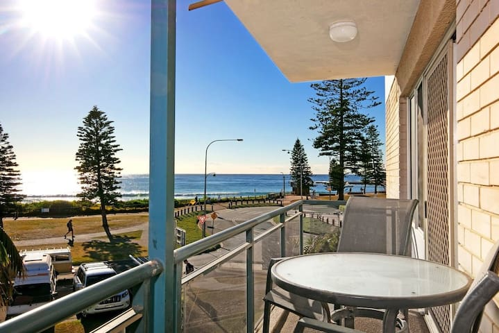 Absolute Beach Front Apartment on Dee Why Beach!