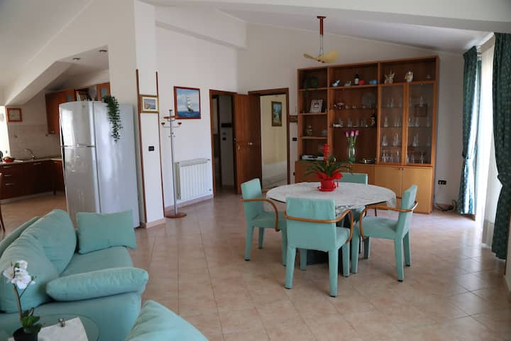 ★ Holiday home, 10 minutes Eolian Island ferry ★