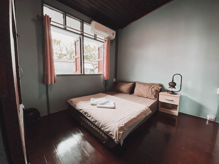 Cozy Private Room near Khao San Road