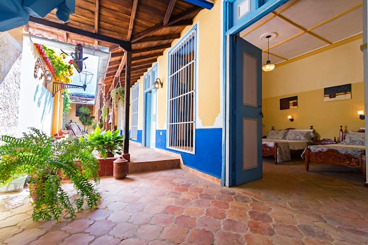 2.Casa Conde.New Big Bedroom in the Downtown!.