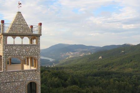 Apartamento en un castillo en Rosello con piscina