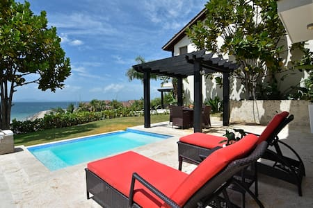 Romantic Villa /TownHouse in Puerto Bahia Samana - วิลล่า