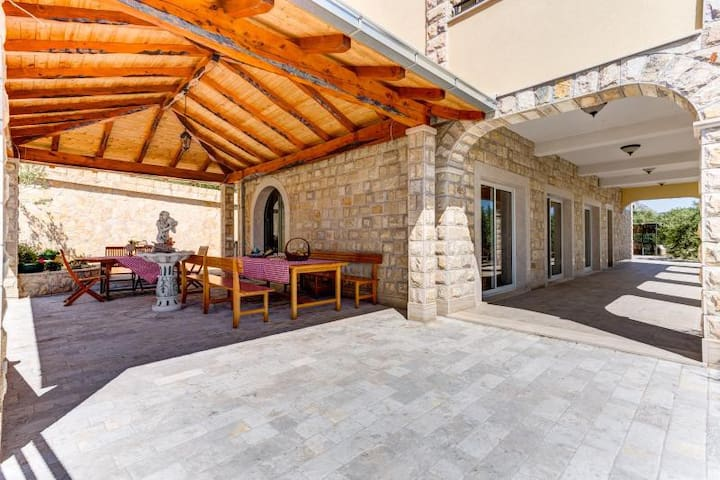 Villa with heated pool and stunning view