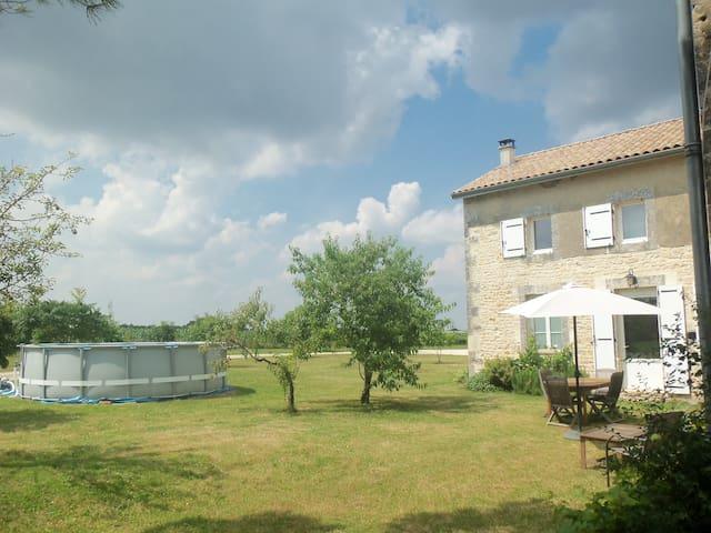 Charente Gite. 2 bedrooms - Bernac - Hus