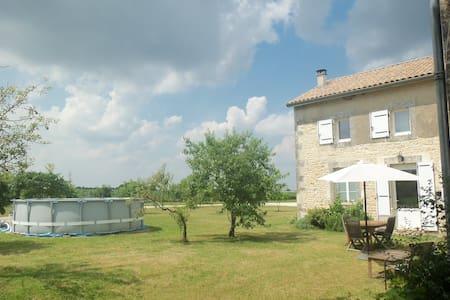 Charente Gite. 2 bedrooms - Casa