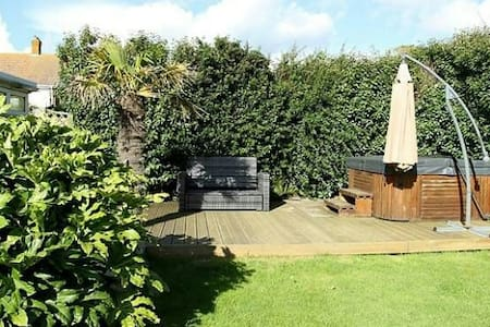 Private room jaccuzzi /couples - peacehaven  - House
