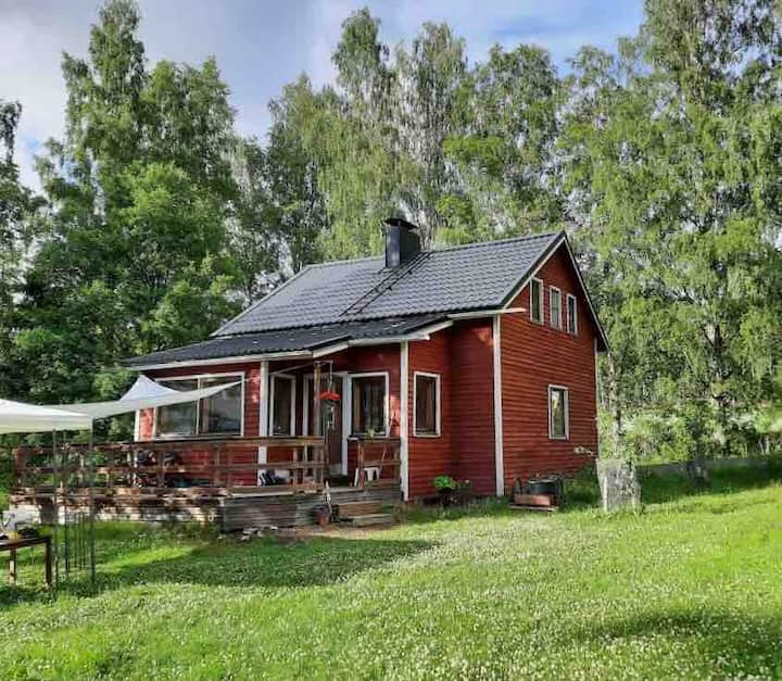 Old-school countryside stay sleeps up to 10
