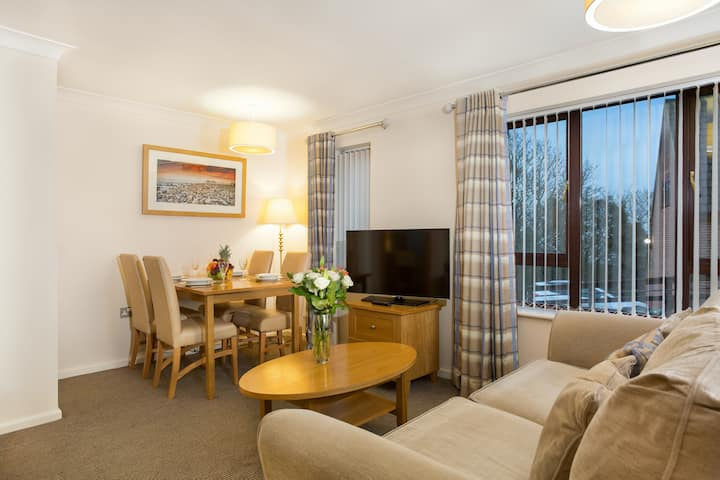 Great Value! Charming Apartment in Cromer | Free Wi-Fi + Parking