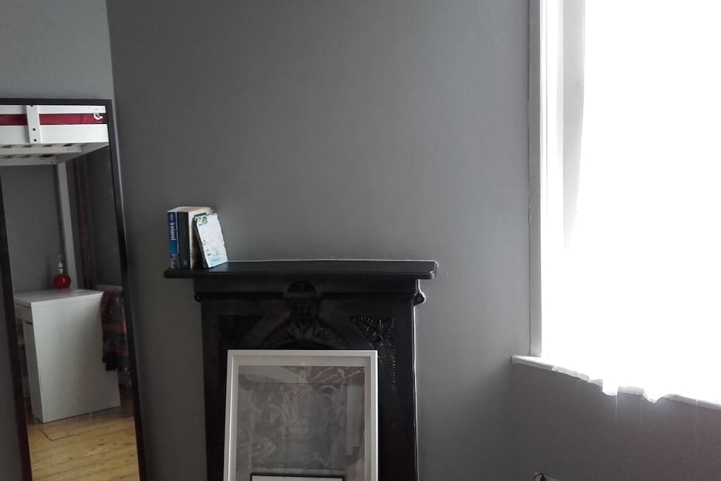 Mirror and mantelpiece of fireplace which can also be used as a shelf