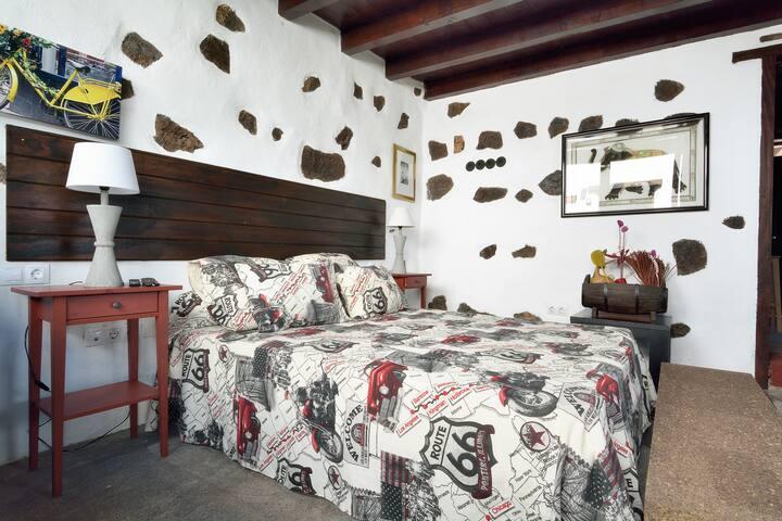 Dormitorio.  Bedroom.