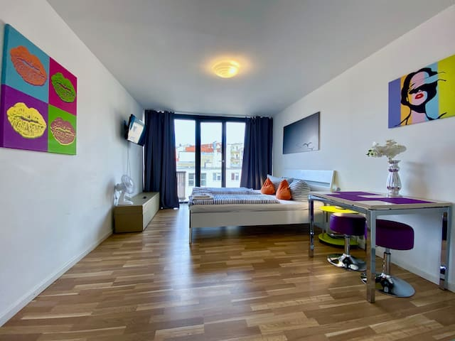 81Hotelroom/privat bathroom/kitchen/fast WLan