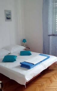 Studio apartment in center - Pirovac - Flat