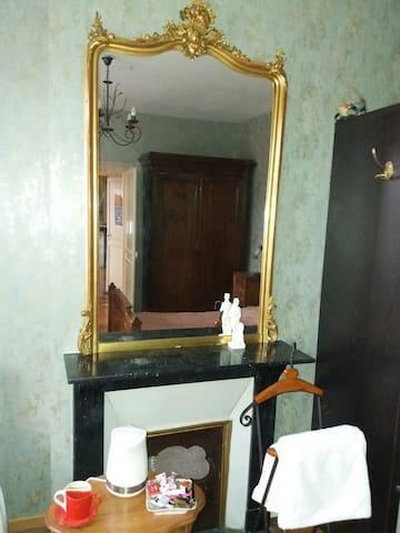 Jules Verne's room or wide room
