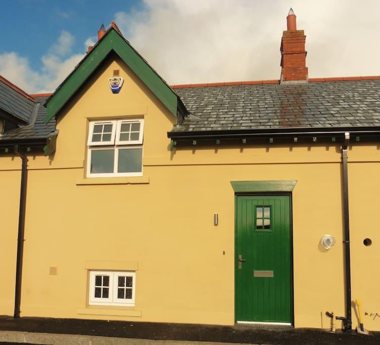 Ben-Ry Cottage, front