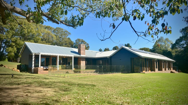 Architectural Home on 3 1/2 acres of Hinterland