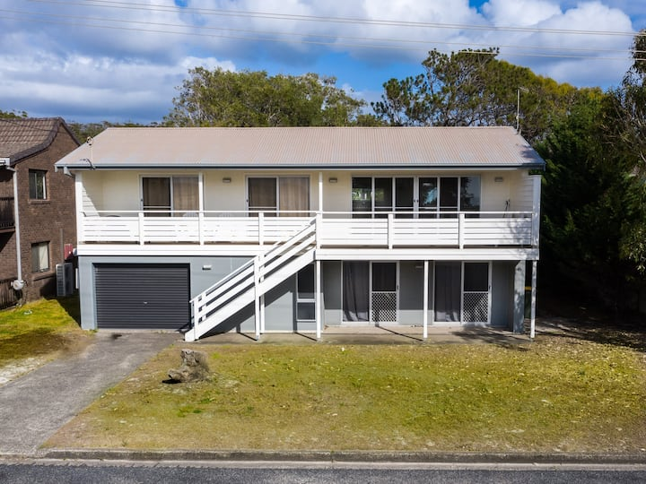 Seaview Getaway - beachfront family home